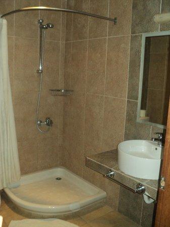Nostos Hotel:                   πολύ καθαρό