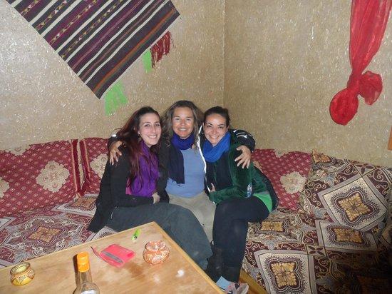 L'Homme Du Desert:                   con dos amigas