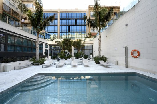 Hotel Indigo Barcelona - Plaza Catalunya: Swimming pool