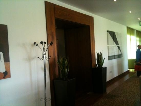 Humber Royal Hotel:                   in the foyer