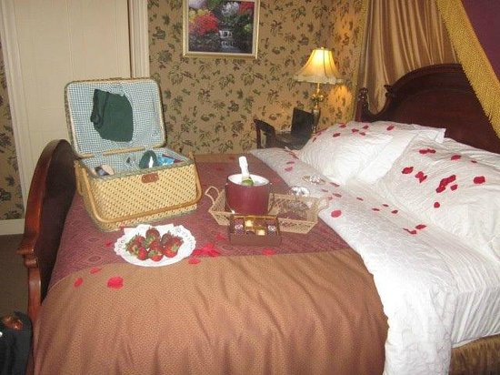 Berry Manor Inn:                   Our Room with In Room Picnic!!
