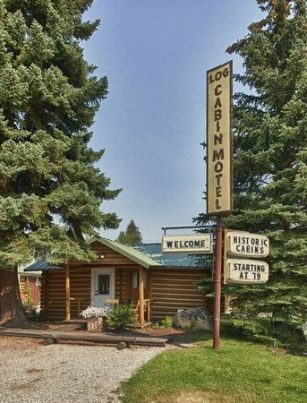 The Log Cabin Motel: Historic Sign