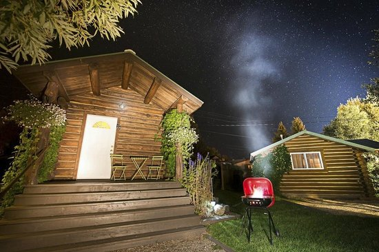 The Log Cabin Motel: Barbeque and Milky Way