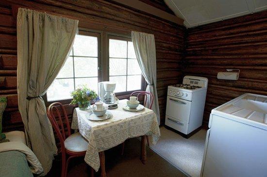 The Log Cabin Motel: Full Kitchen