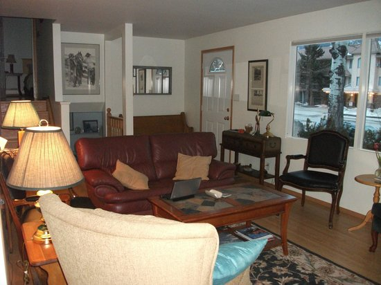 Banff Avenue B&B:                   Lounge - 1 of 2