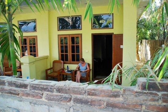 Aung Mingalar Hotel :                                     Porch