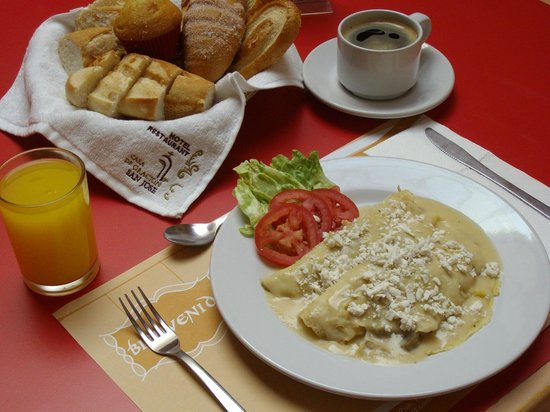 Hotel Casa de Oracion San Jose: desayuno de crepas