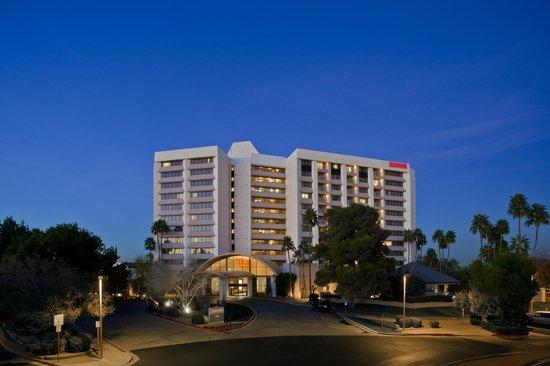 Phoenix Marriott Mesa: Front Exterior of Hotel