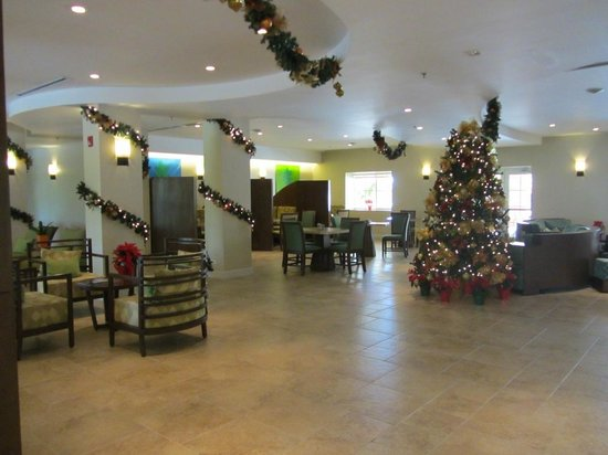 Courtyard by Marriott Bridgetown, Barbados :                                     Another lobby & restaurant view
