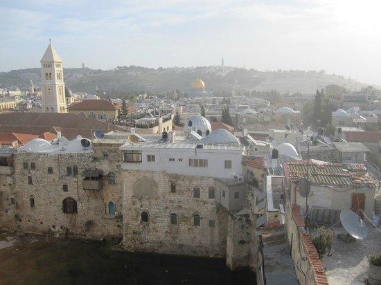 Petra Hotel & Hostel:                   vista dal terrazzo, Moschea e monte degli ulivi
