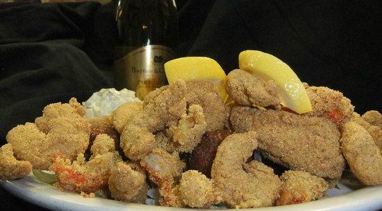 Bayou Smokehouse & Grill: Bayou Fried Seafood Platter