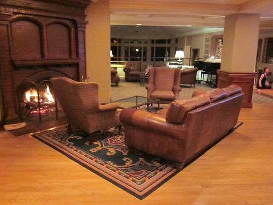 Water's Edge Resort & Spa: Lobby