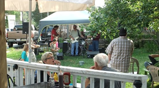 Bayou Smokehouse & Grill: Summer Concert in our Courtyard