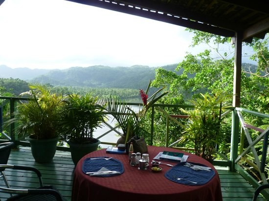 Rio Vista Resort:                   The view from the dinning area to the Rio Grande
