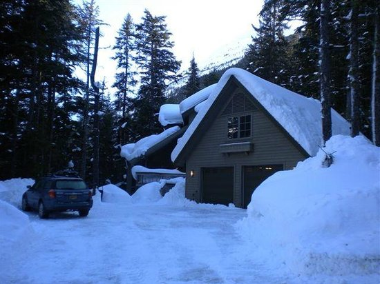 Hidden Creek Bed and Breakfast: B&B under a blanket of snow