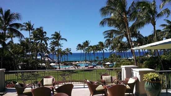 Fairmont Orchid, Hawaii:                   View of the pool area from the lobby/lounge