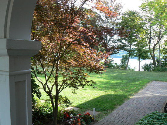 RiverBrink Art Museum: View to Niagara River from Museum Entrance