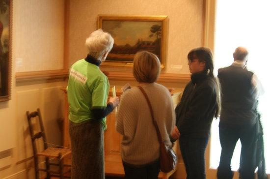 RiverBrink Art Museum: Visitors talking to docent
