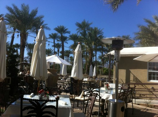 Indio, Californien:                   Patio for breakfast or lunch
