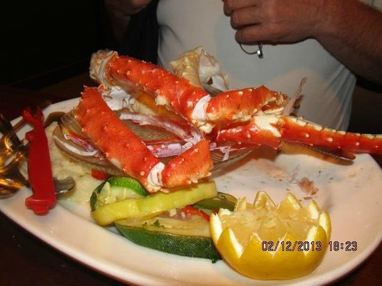 Middle Grounds Grill: Crab leg dinner