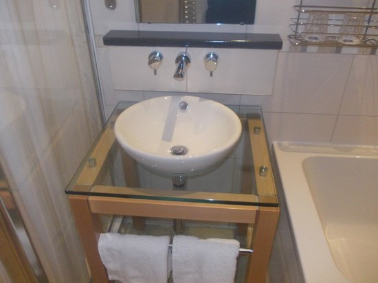 Best Western Kings Manor Hotel:                   smart sink
