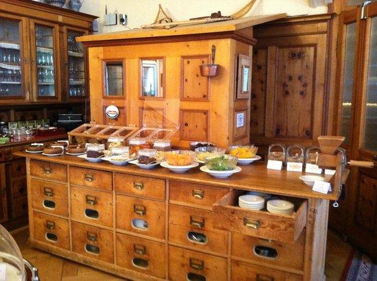 Hotel Meisser:                   dining buffet area
