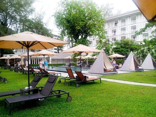 Lone Pine Hotel: pool area