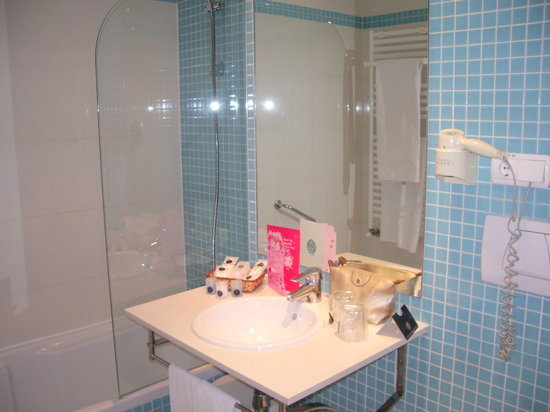 Albir Playa Hotel & Spa: baño cmpleto