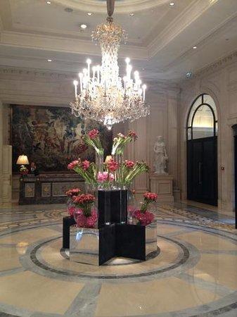 Four Seasons Hotel George V Paris:                   lobby