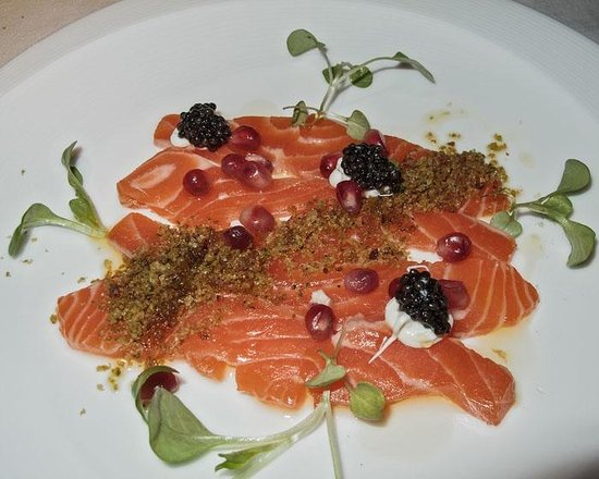 1789 Restaurant : First course salmon trout and caviar