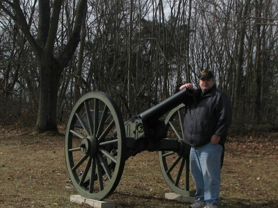 ‪‪Antietam National Battlefield‬:                   Me and a battlefield cannon