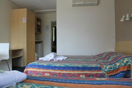 Hawaiian Sands Motor Inn: Room 3 family Room