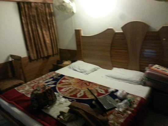 Anoop Hotel :                                                       room