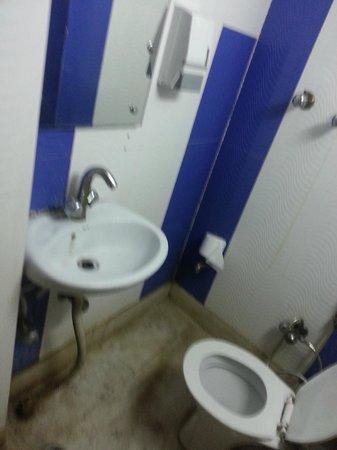 Anoop Hotel:                                                       bathroom