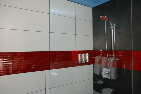 TRYP New York City Times Square South: Shower