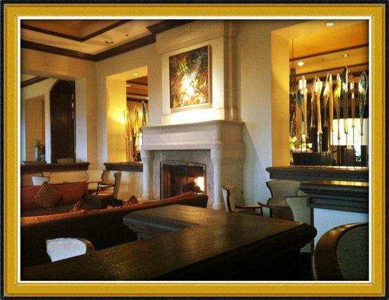Four Seasons Hotel Austin:                   The Lounge
