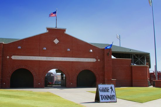 เอนิด, โอคลาโฮมา:                   David Allen Memorial Ballpark in downtown Enid is home to the NJCAA Div. II Wo