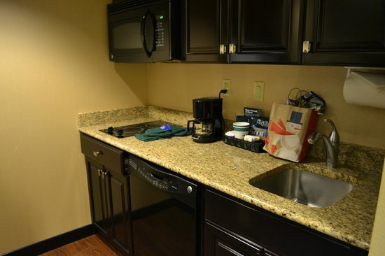 Homewood Suites by Hilton Phoenix Chandler Fashion Center:                   Kitchen