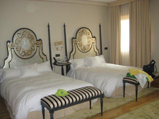 Pazo Los Escudos Hotel and Spa: HABITACION