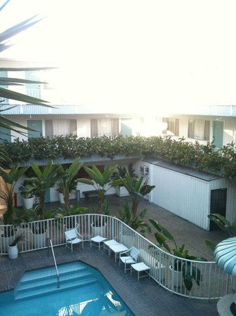Beverly Laurel Motor Hotel:                   courtyard