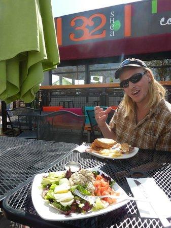32 Shea: Outside patio doesn't feel like you're in a big parking lot!