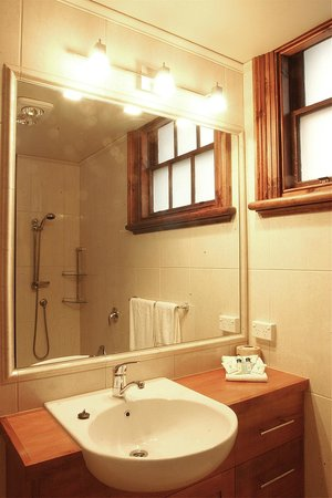 Apartments At York Mansions: Baroness and Lodge bathroom
