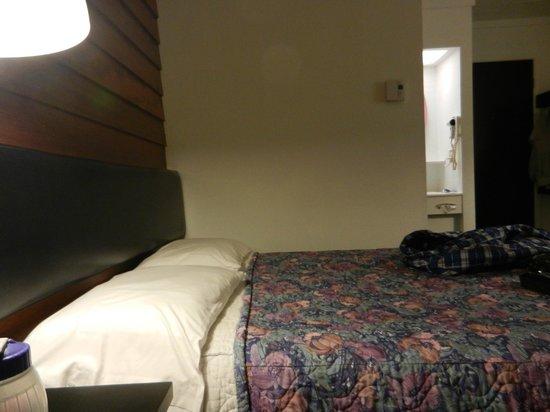 Motel a la Brunante:                                     chambre un lit 54 pouces