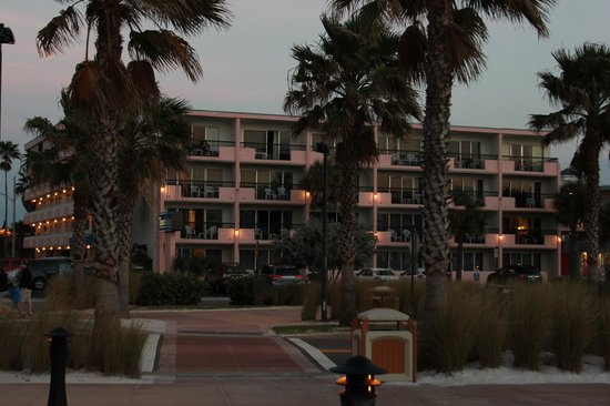 Clearwater Beach Hotel:                   Travelodge taken from across the road, these are not their grounds