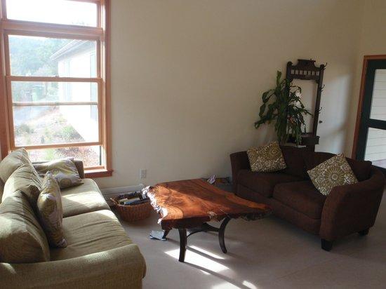 Point Reyes Hostel: Comfy sofas!