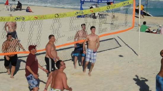 Hard Rock Hotel Cancun:                                     beach v.ball