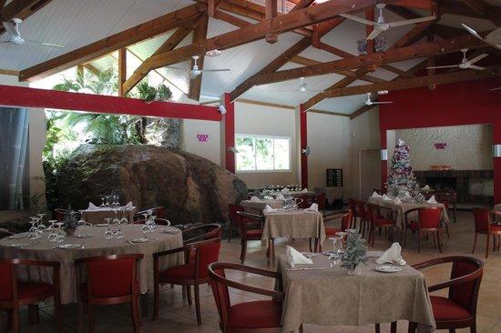 Hotel Evasion:                   restaurant intérieur