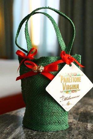 Michelangelo Hotel :                   サプライズのプレゼント?パネットーネでした♪