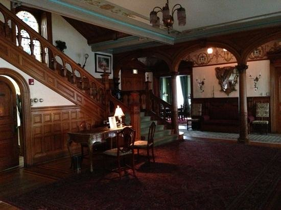 Stirling Guest Hotel:                   Amazing Entrance Hall
