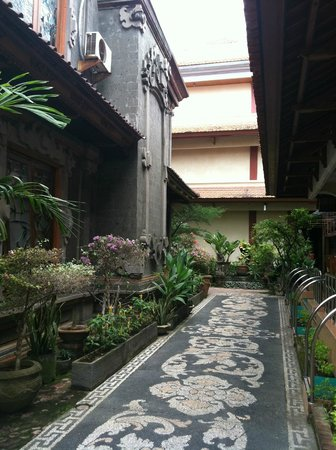 Masa Inn:                   Hotel grounds